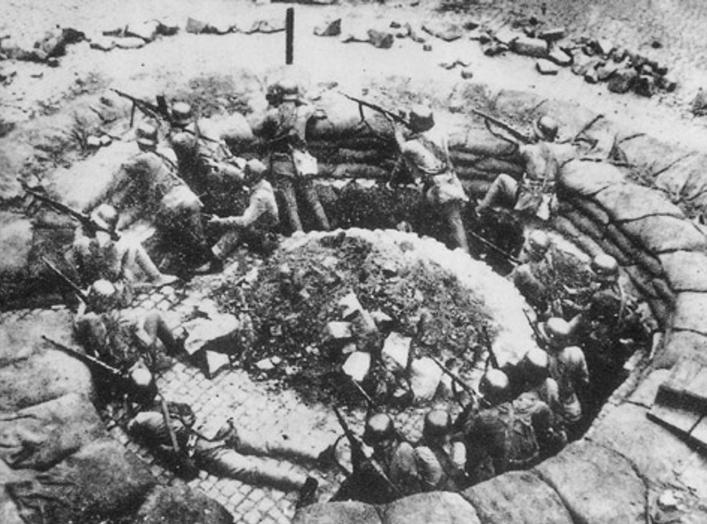 https://en.wikipedia.org/wiki/Battle_of_Shanghai#/media/File:Shanghai1937KMT_machine_gun_nest.jpg
