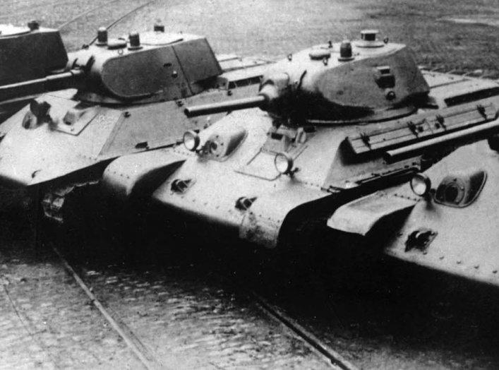 https://en.wikipedia.org/wiki/T-34#/media/File:T-34_prototypes.jpg
