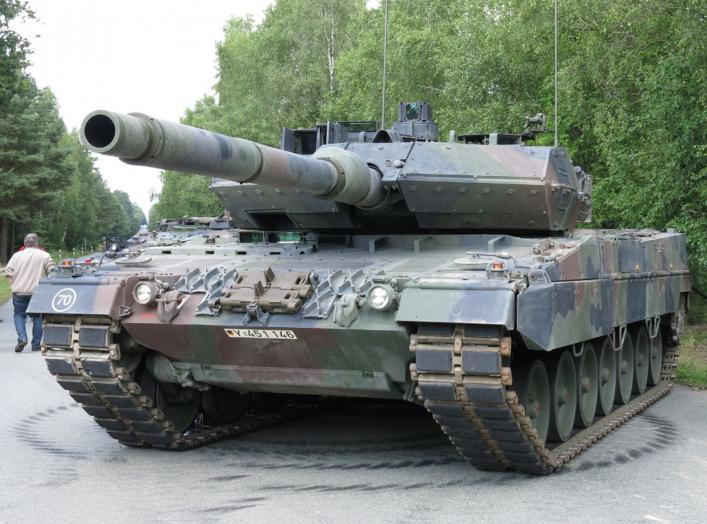 https://upload.wikimedia.org/wikipedia/commons/5/5d/Leopard_2_A7.JPG