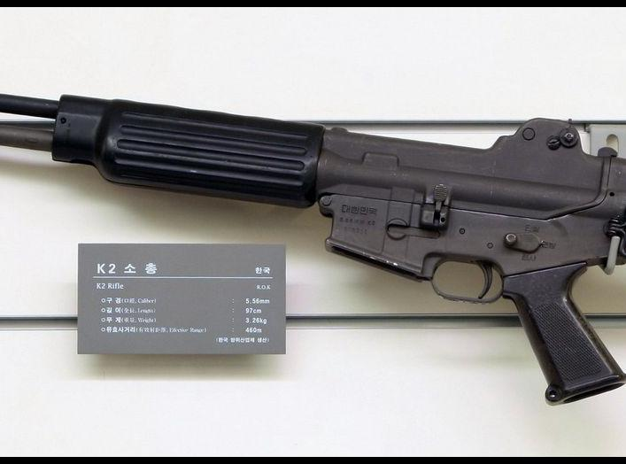 https://upload.wikimedia.org/wikipedia/commons/5/59/Daewoo_K2_rifle_1.jpg