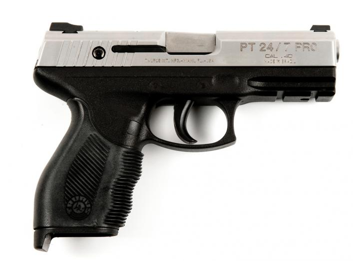 https://upload.wikimedia.org/wikipedia/commons/f/f3/Taurus_PT_24-7_PRO.jpg