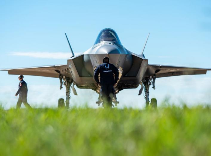 https://www.dvidshub.net/image/4822360/f-35-heritage-flight-team-performs-bell-fort-worth-alliance-airshow