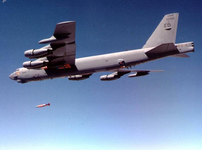 https://commons.wikimedia.org/wiki/File:B-52.jpg