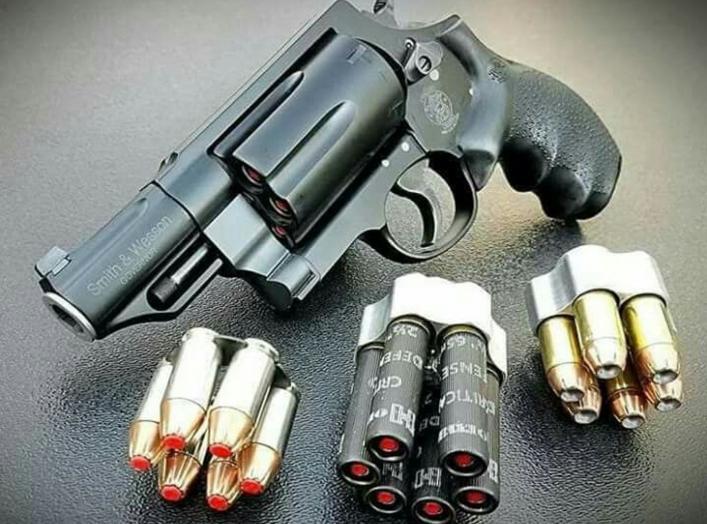 https://www.google.com/search?q=revolver+shotgun&source=lnms&tbm=isch&sa=X&ved=0ahUKEwjKzo-irKPiAhWEm-AKHVmAB5IQ_AUIDigB&biw=1536&bih=722#imgrc=X5lqe6baiwUZPM: