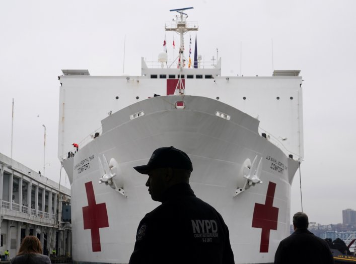 An NYPD officer is pictured as the USNS Comfort is pulled into a berth in Manhattan during the outbreak of coronavirus disease (COVID-19), in the Manhattan borough of New York City, New York, U.S., March 30, 2020. REUTERS/Carlo Allegri