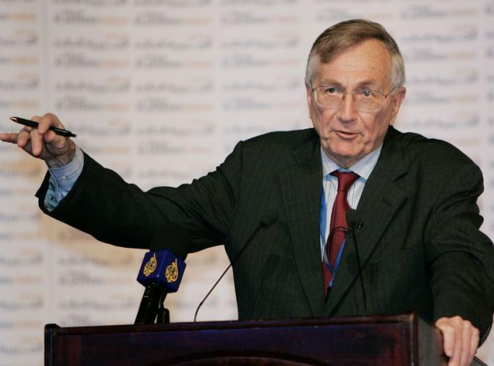 "Journalist Seymour Hersh speaks at Al Jazeera Forum ""Media and the Middle East - Beyond the Headlines"" in Doha April 1, 2007. REUTERS/Fadi Al-Assaad (QATAR)"