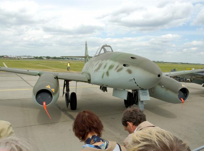 Nachbau der Messerschmitt 262, des ersten in Serie gebautem strahlgetriebenen Jagdflugzeuges. Foto von Oliver Thiele (o.thiele@gmx.net), Mai 2006