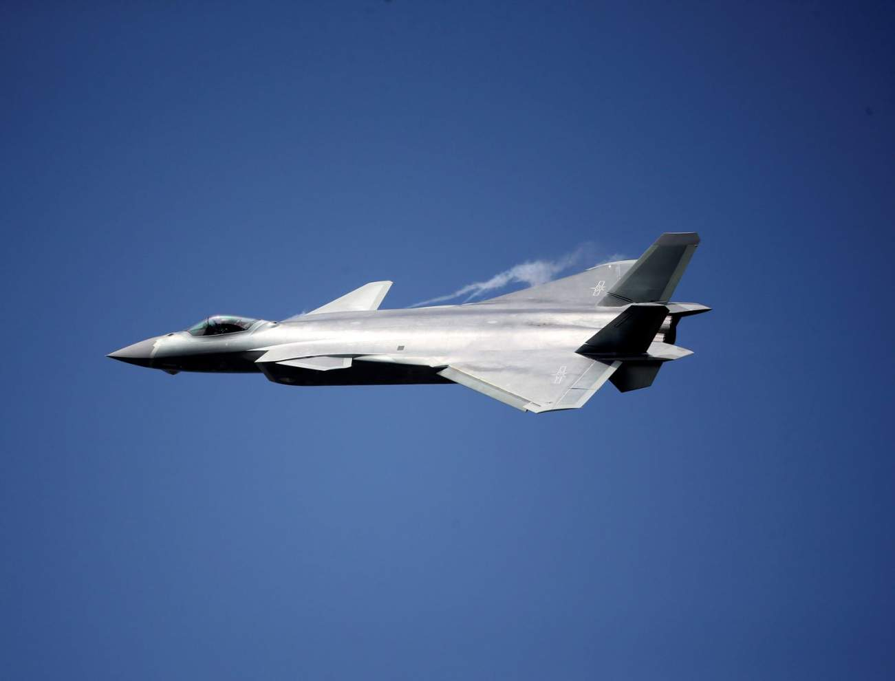 China's J-20 Stealth Fighter Has One Big Advantage over the F-35