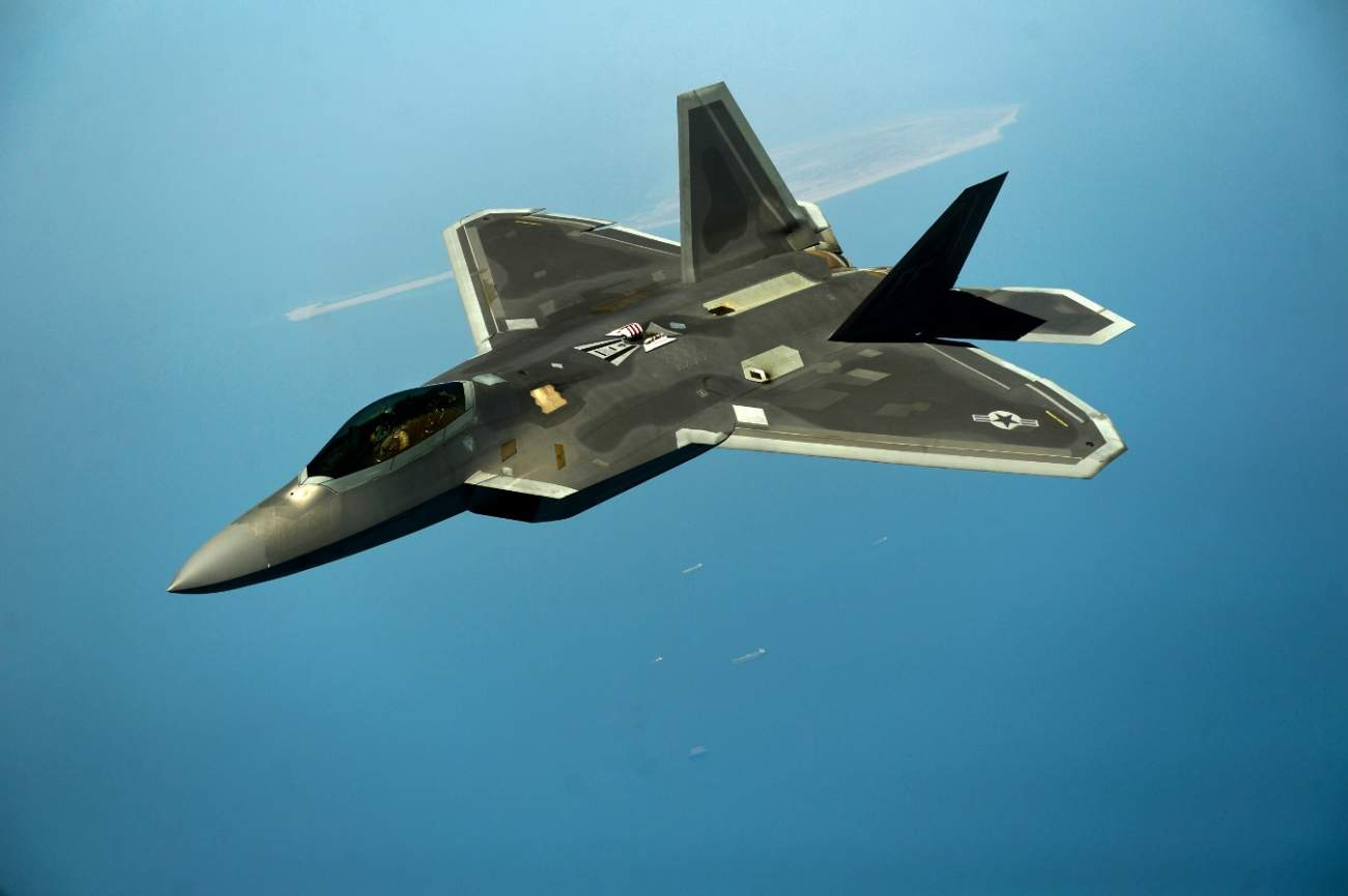 King Of The Skies: Who Wins When The F-23 And F-22 Stealth Jets Do Battle?