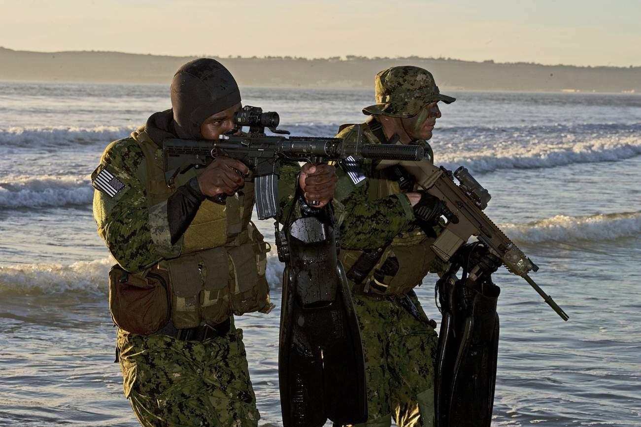 U.S. Navy SEALs vs. Iran's Killer Mines: Who Wins?