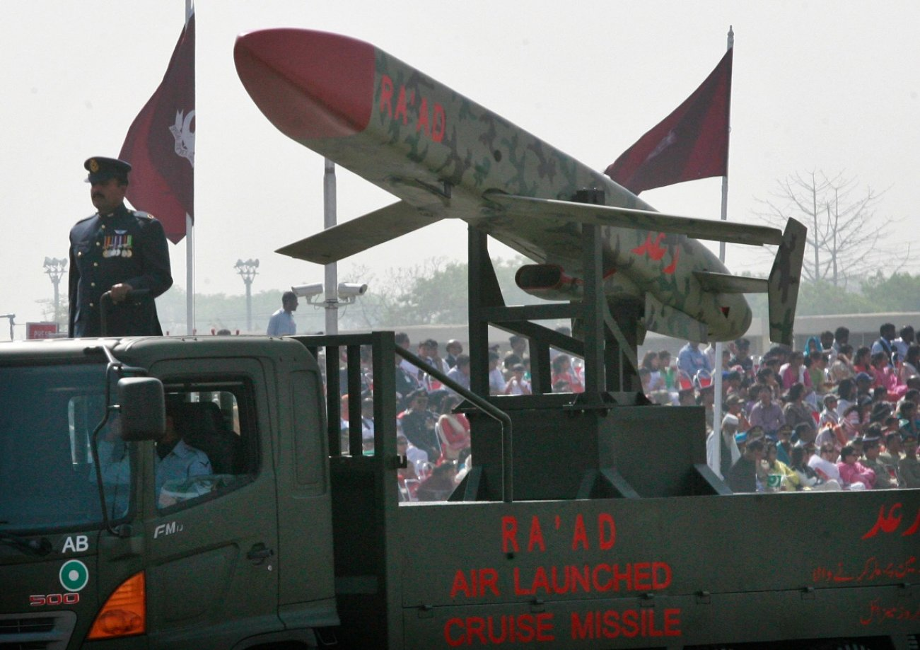 World War III: Pakistan's Tactical Nuclear Weapons Could Destroy Any Army