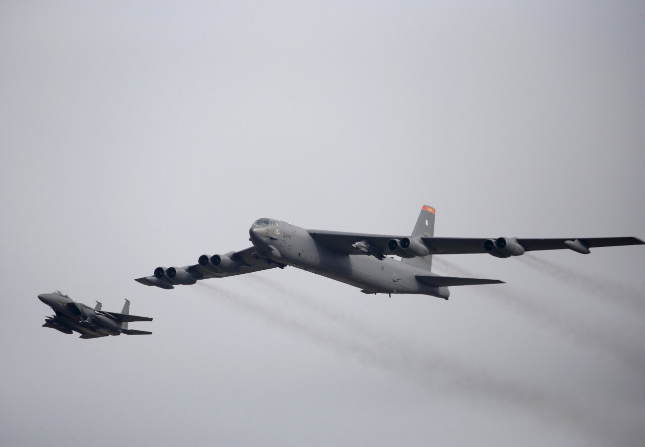 Meet The Pilots Who Surfed B-52 On Top Of The Ocean's Waves