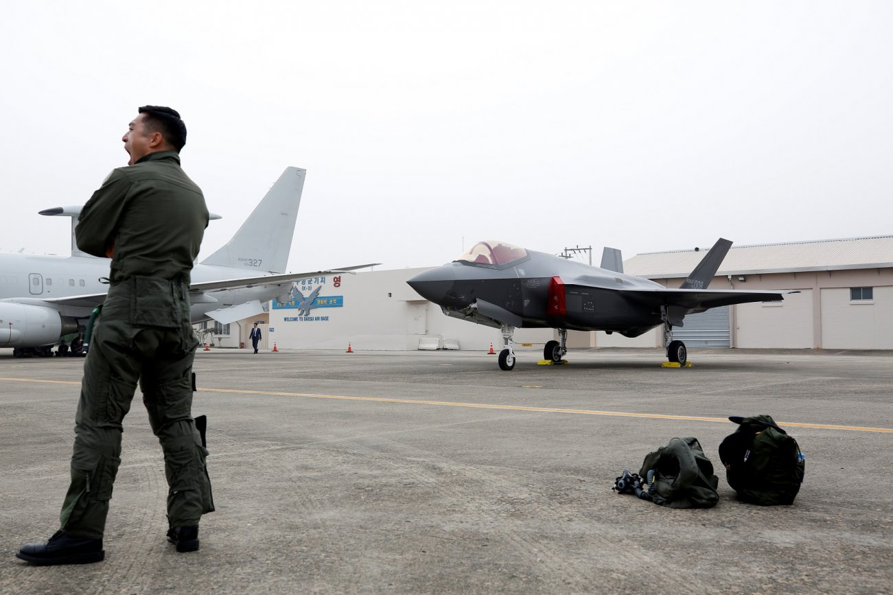 Why Real Fighter Pilots Love the F-35 Stealth Fighter