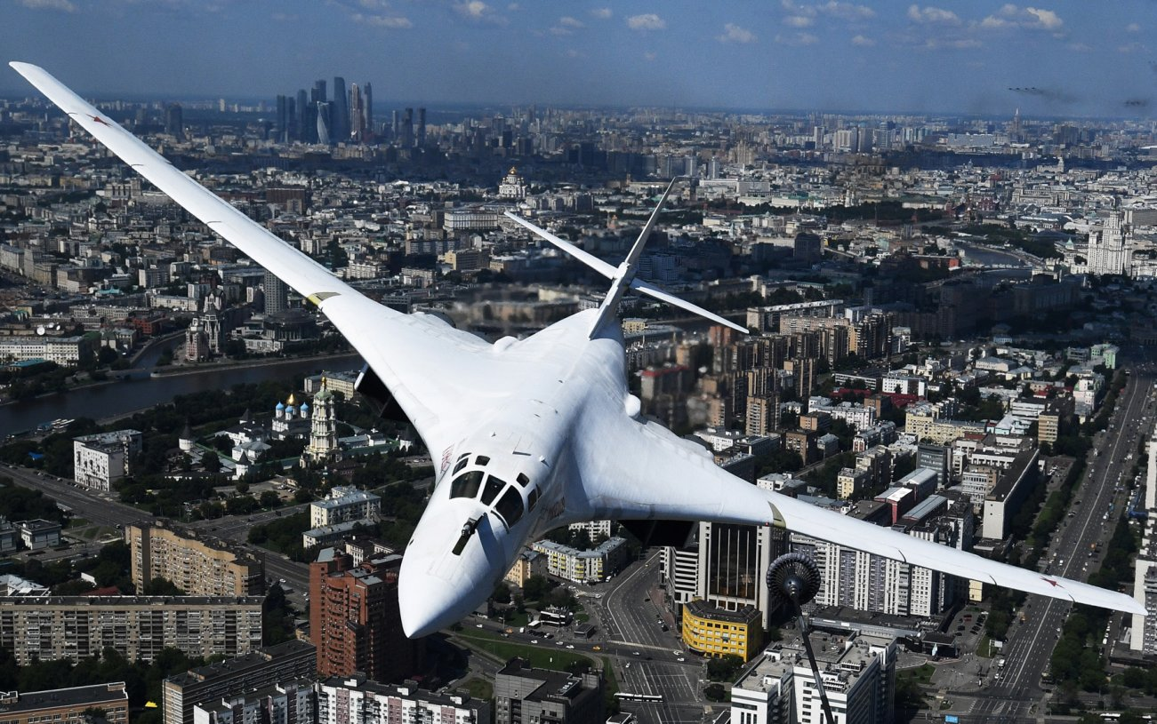 Russia's Tu-160 Supersonic Bomber Is Breaking Records