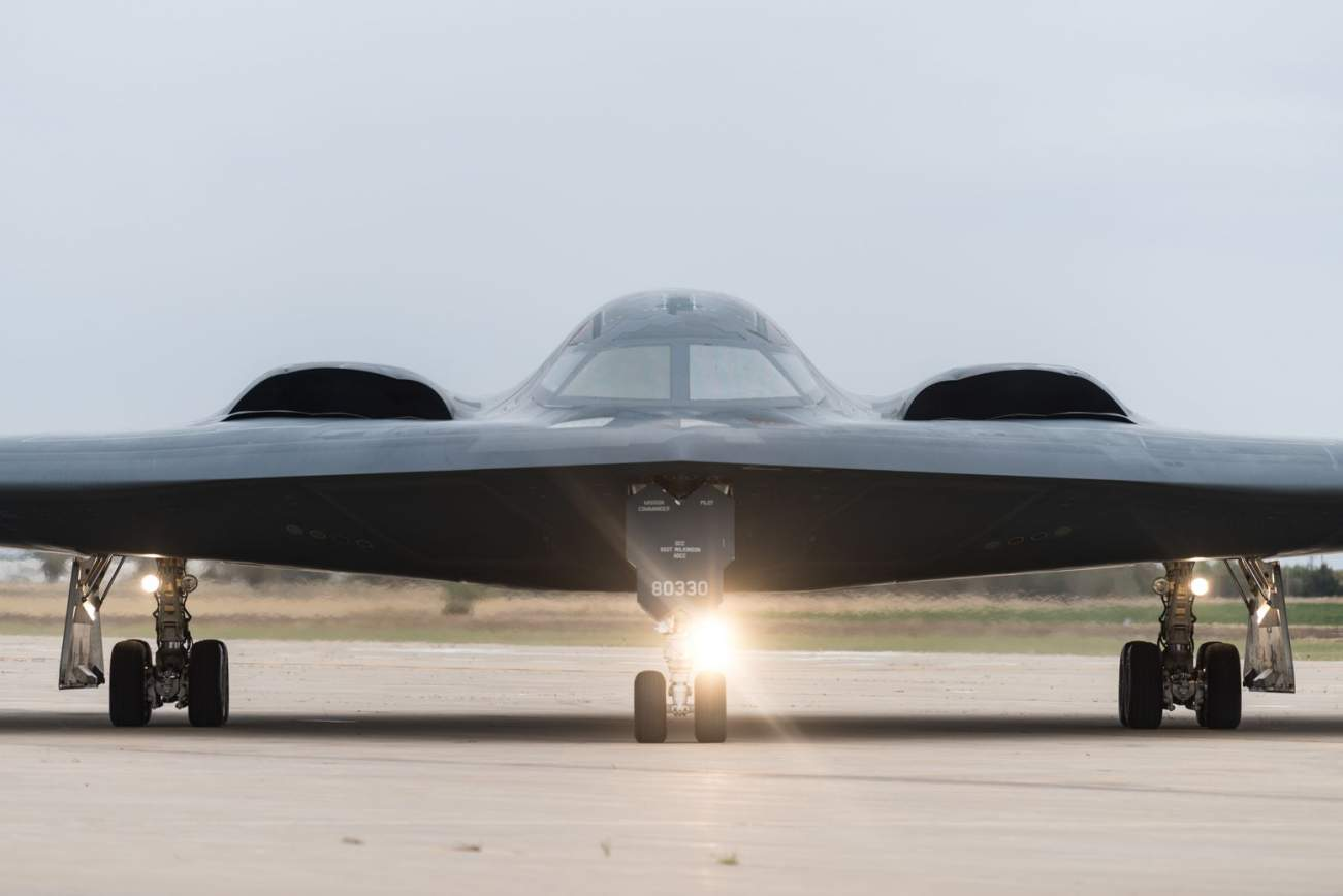 https://www.dvidshub.net/image/5869491/b-2-spirit-stealth-bomber-whiteman-afb-taxis-down-flight-line