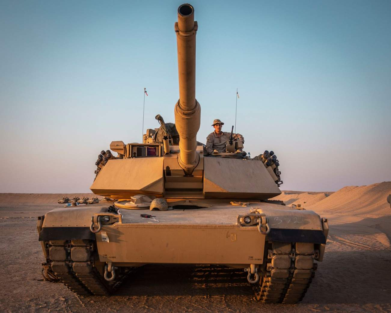 https://www.dvidshub.net/image/5784140/11th-meu-tanks-shoot-table-5