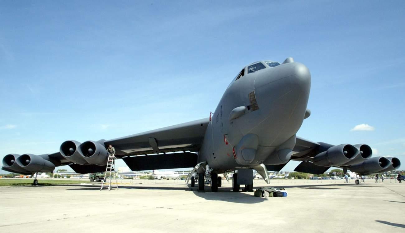 https://pictures.reuters.com/archive/B-52-PBEAHUONYEM.html