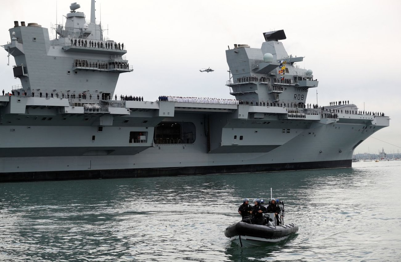 Britain's New Aircraft Carriers Are Sailing Blind