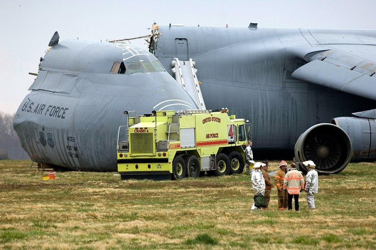 A Plane's Cockpit Smashed Into the Ground at 35 Gs, But the Crew Survived