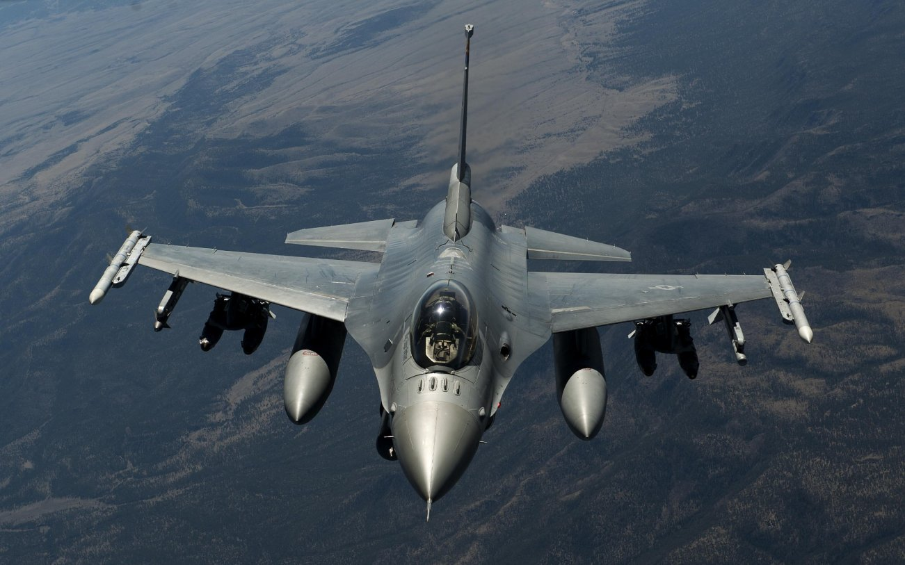 Vought 1600: The Plan To Put the F-16 on America's Carriers