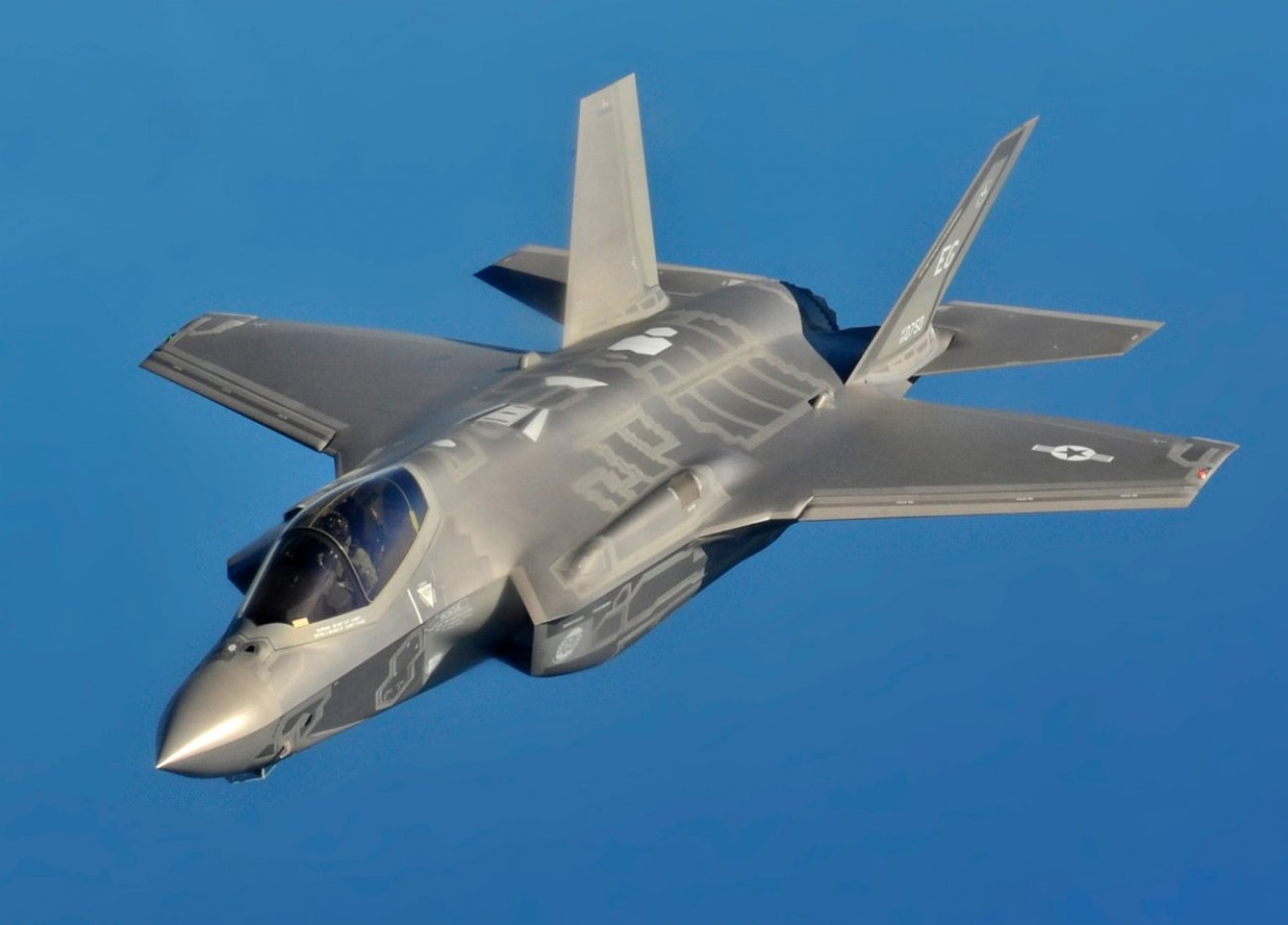 Think You Can Fly an F-35 Stealth Fighter? Watch This Video First.