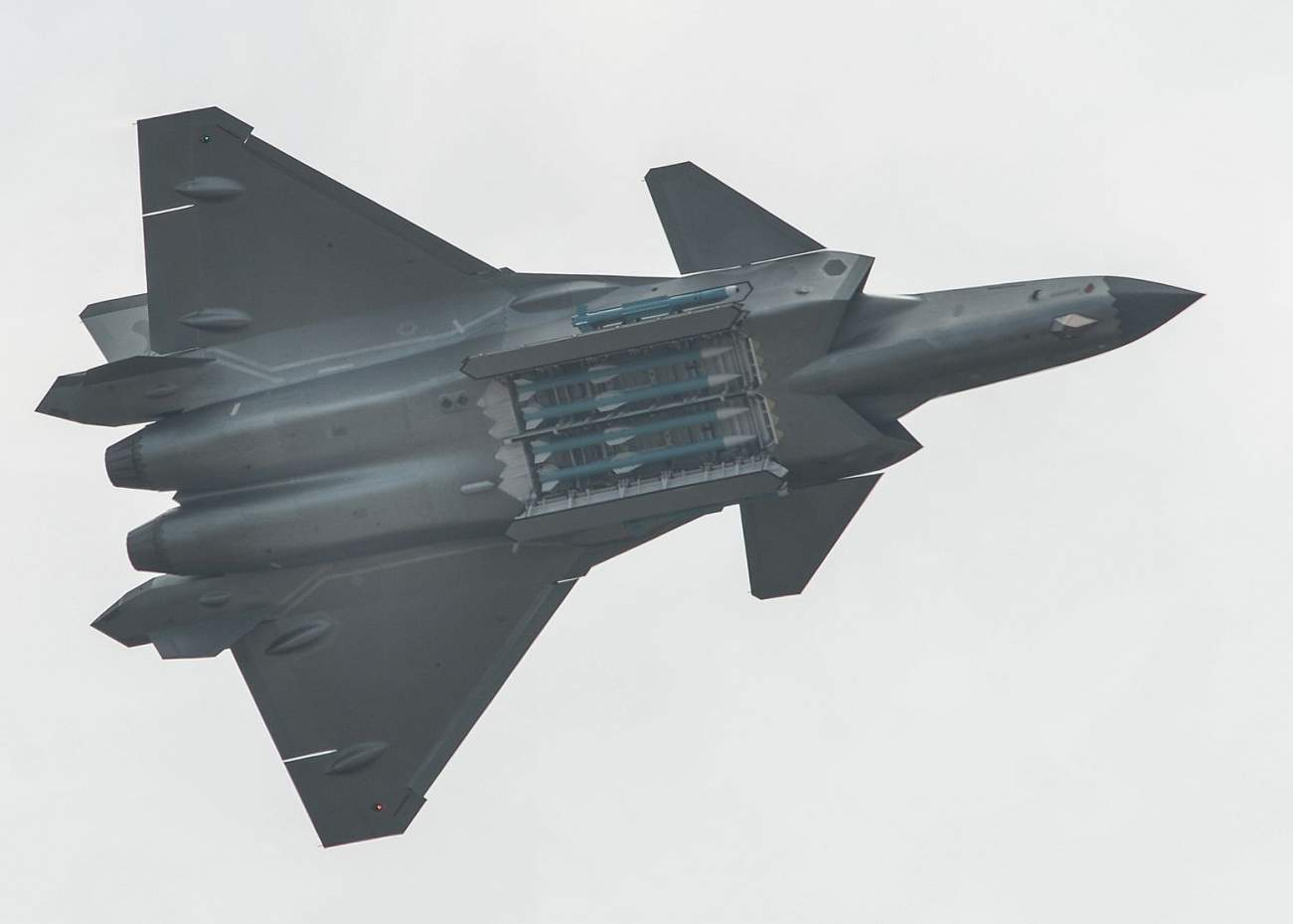 By emperornie - J-20 fighter, CC BY-SA 2.0, https://commons.wikimedia.org/w/index.php?curid=74537217