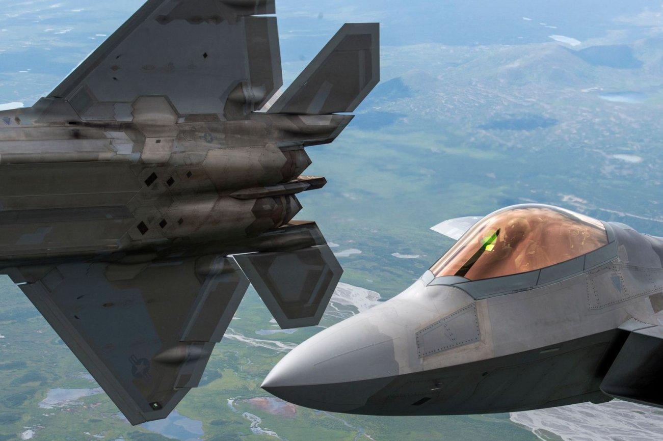 https://www.dvidshub.net/image/5601720/f-22-and-f-16-joint-pacific-alaska-range-complex-flight
