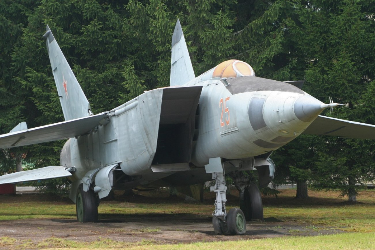 Meet Russia's MiG-25 Foxbat: Built to Kill Supersonic Bombers and Spyplanes