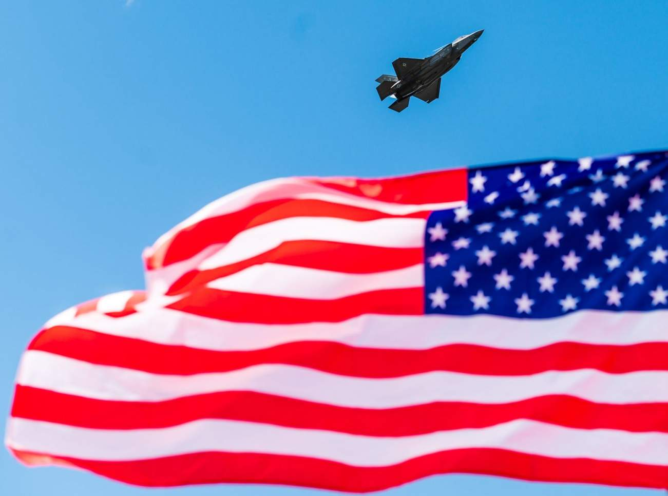 An Air Force Pilot Spilled the Beans on Why American Stealth Fighters Will Never Be Defeated