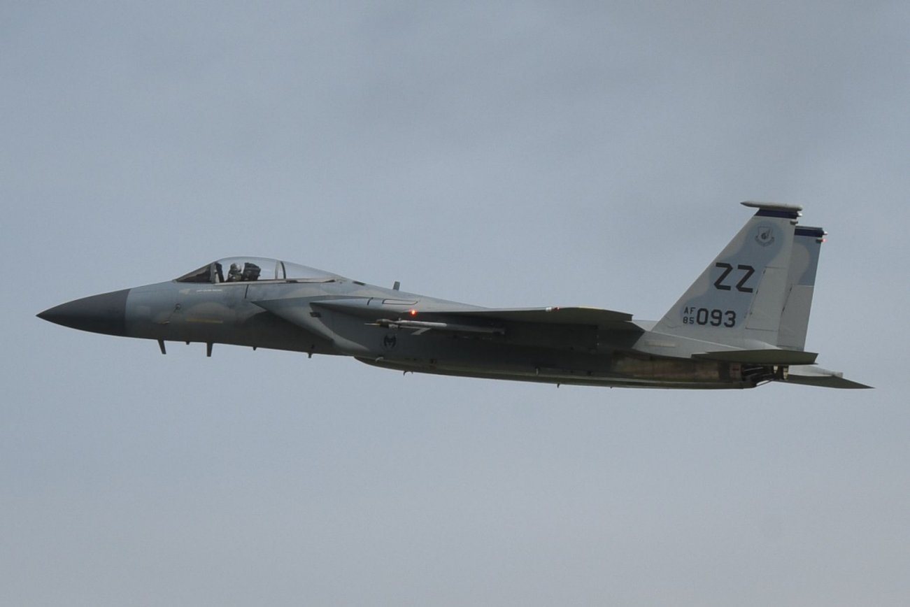What Would Happen If the U.S. F-15 Eagle Fought China's J-10?