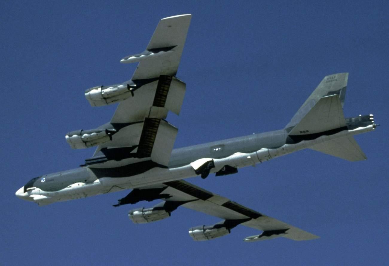 Iran Would Freak If America Sold to Israel F-22 Raptors and B-52 Bombers