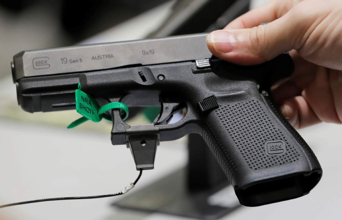 Why Police Love Glocks and Sig Sauer Guns in a Shootout