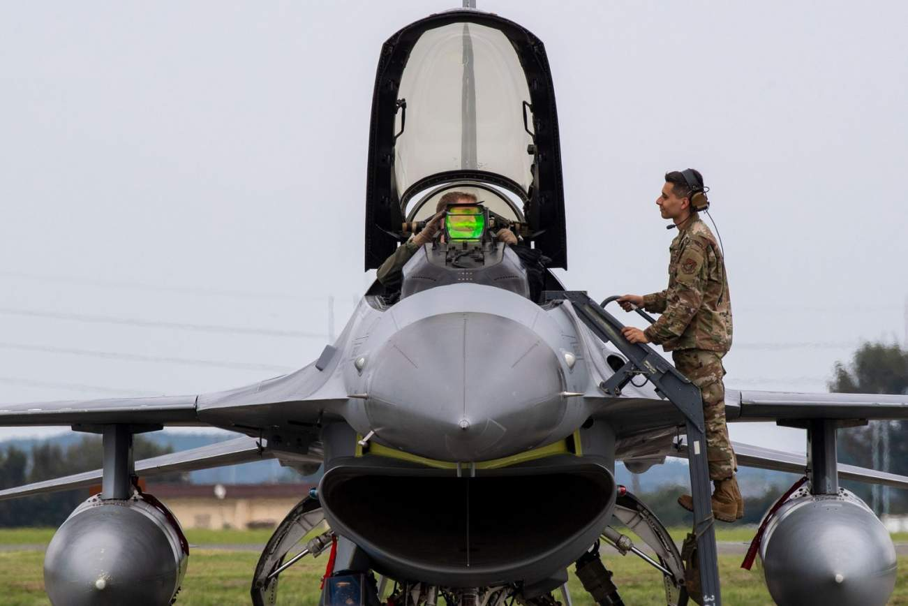Death Match: America's F-16s vs. China and Russia's Best Planes (Who Wins?)