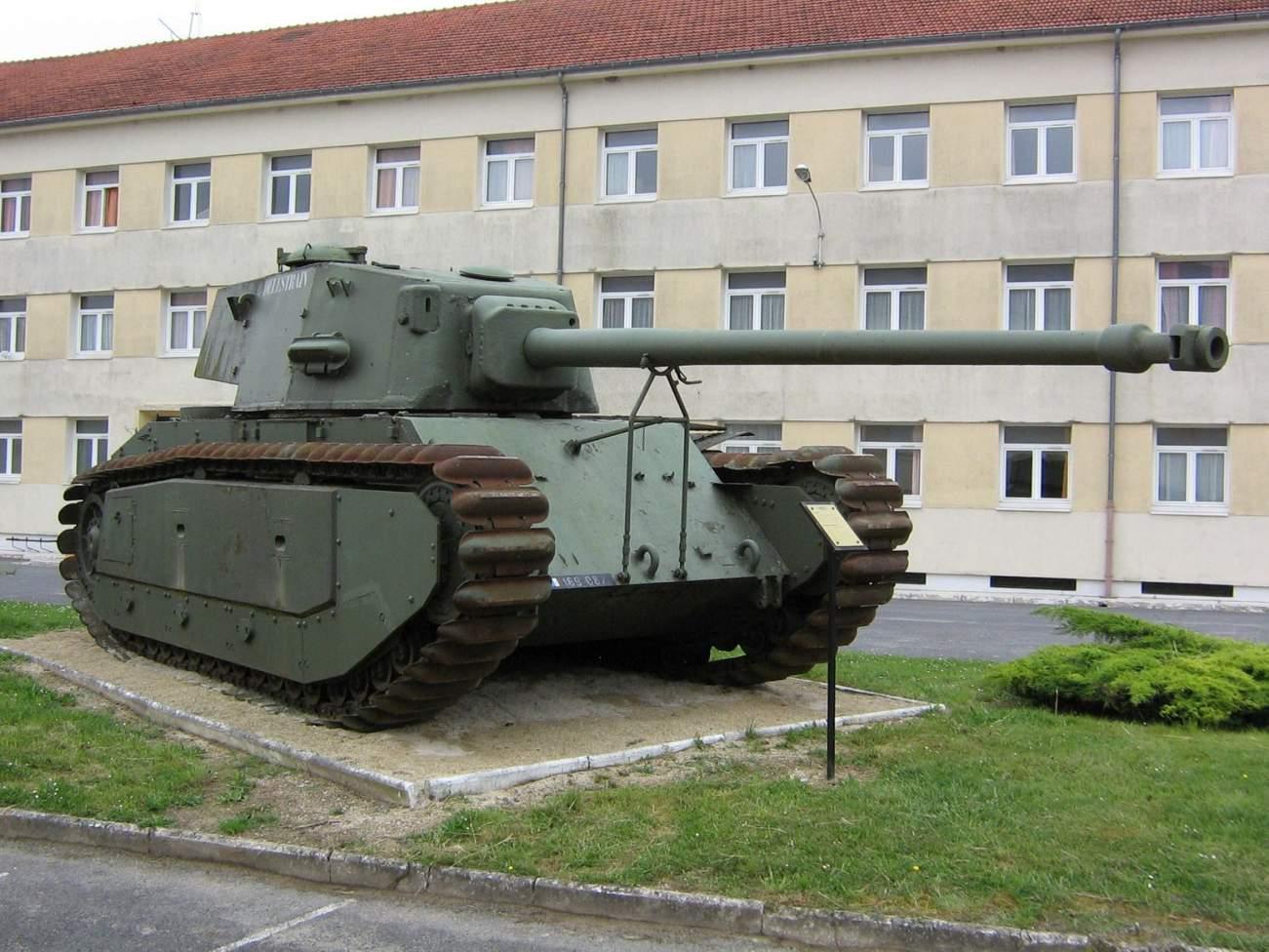 Meet the ARL-44: France's Anti-Nazi Tank (That Used German Parts)