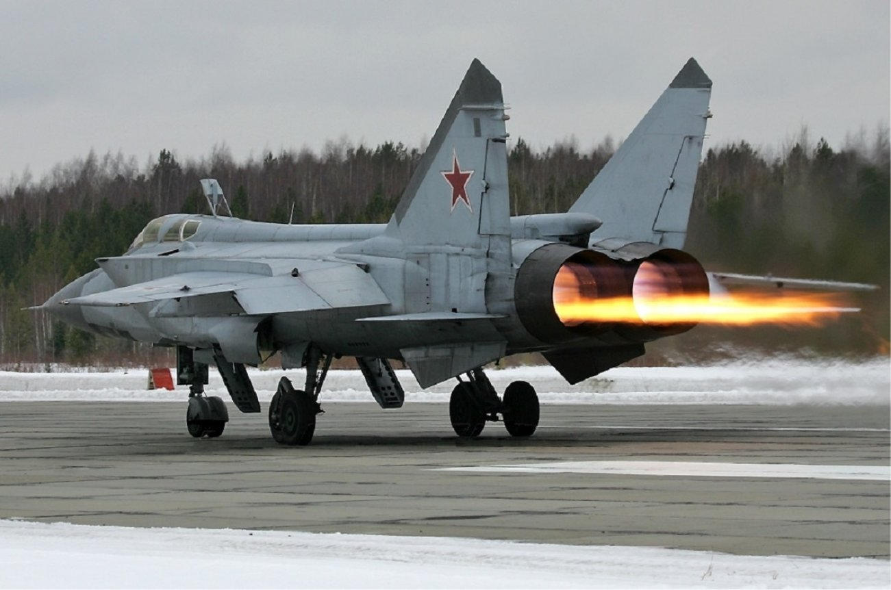 This Video Shows How Dangerous Russia's MiG-31 Can Be