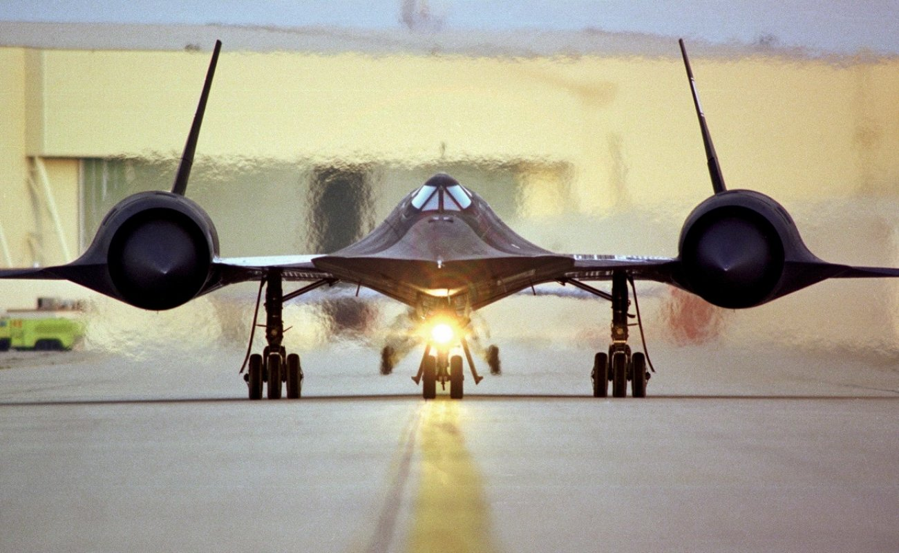 SR-71: Was the Fastest Plane on Earth Worth the Trouble?