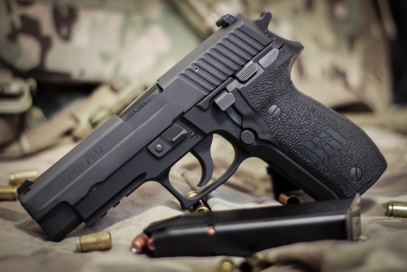 After Three Decades, Navy SEALs are Replacing the P226 Pistol with Glocks