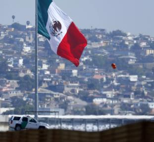 A U.S. border patrol officer sits in his vehicle looking out over Tijuana, Mexico from San Ysidro, California February 25, 2015. U.S. Senate leaders took a tentative step on Tuesday that could avert a partial shutdown of the Department of Homeland Securit
